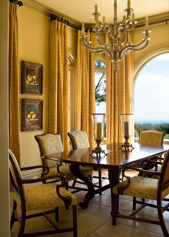 Santa Barbara Breakfast Nook - Jennifer Bevan Interiors